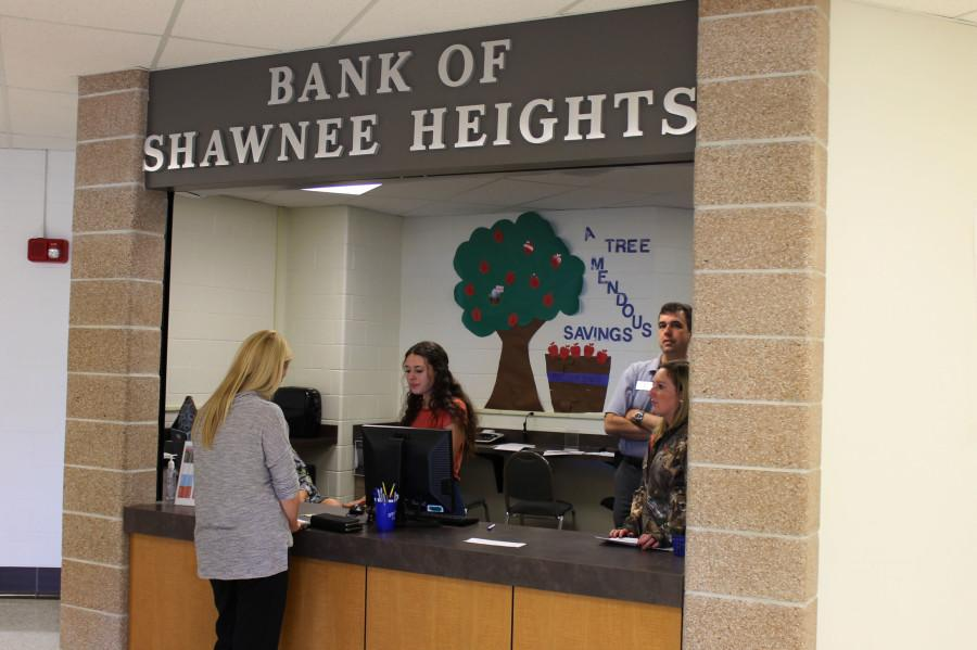 The+new+bank+addition+to+Shawnee+Heights+allows+students+to+learn+the+basics+of+banking+and+finance.